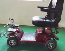 一种全脚控防侧翻的新型代步车