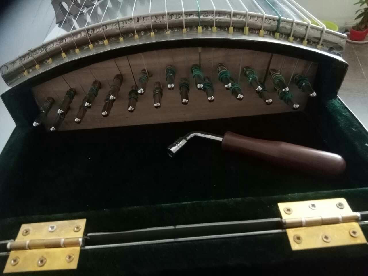 金属古筝图1