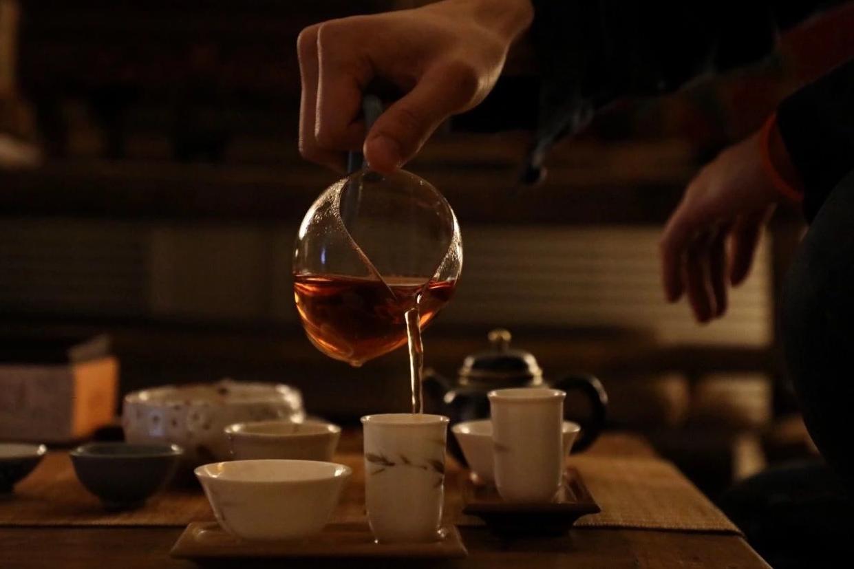 茶课初?#26657;?#33258;泡众饮,一杯茶汤品百味